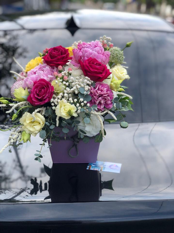 Стоит, цветы с доставкой в евпатории